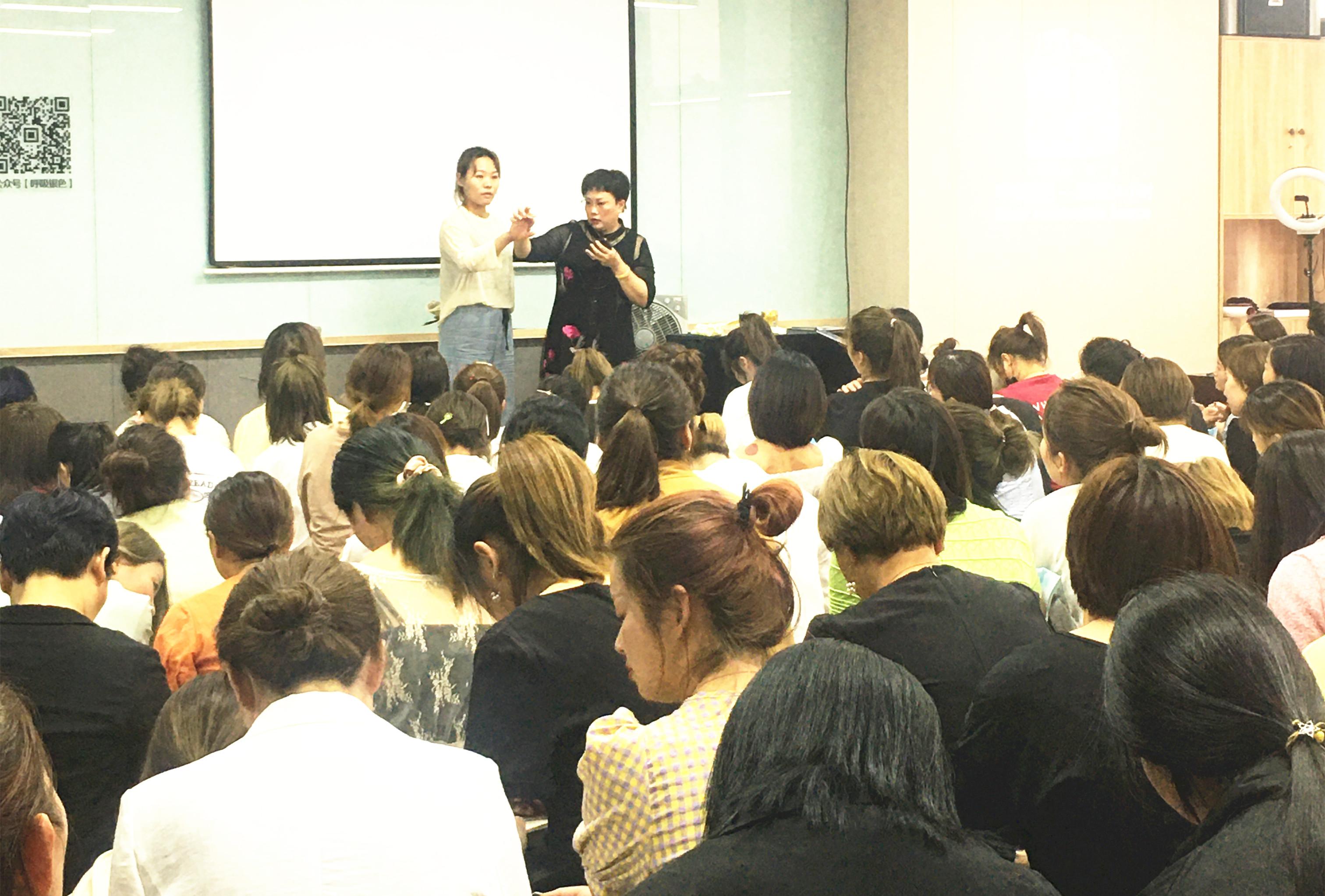 康乃馨廖总出席郑州银色·美之家学习培训会