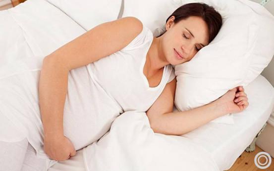 孕妇睡姿有讲究,这样睡胎儿健康发育快!